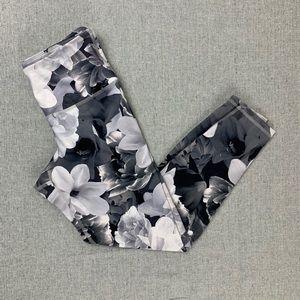 Old Navy Active medium gray floral Capri leggings